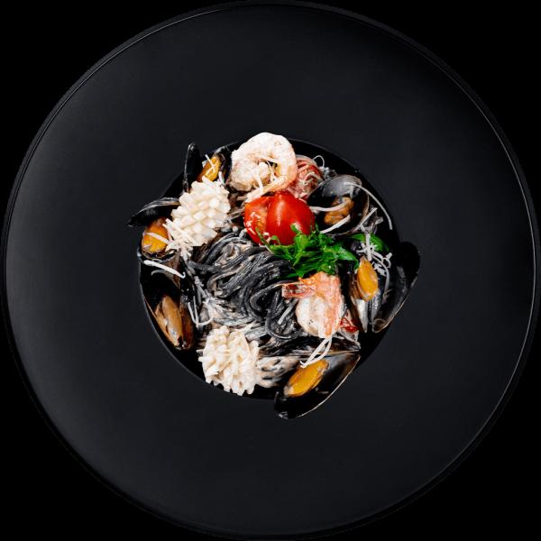 Лапша с ч.к. с морепродуктами в слив. соусе-min