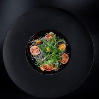 Лапша с чернилами каракатицы с мидиями в сливочном соусе